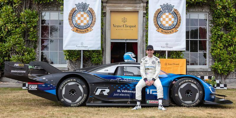 Il pilota Romain Dumas con Volkswagen ID.R al Goodwood Festival of Speed 2019