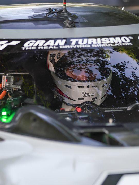 Romain Dumas nel cockcpit di Volkswagen ID.R al Goodwood Festival of Speed