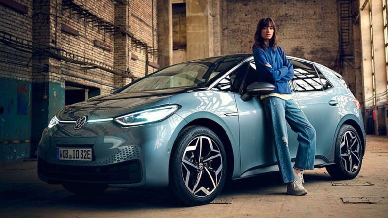Cofre de auto eléctrico ID.3 de Volkswagen en tono azul, equipado con AVAS