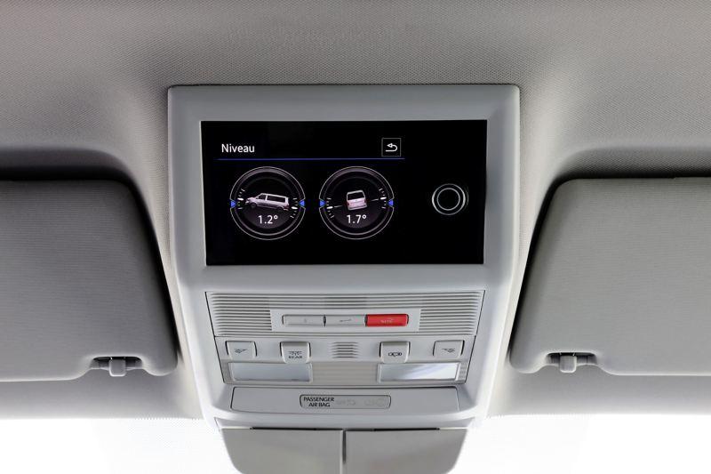 Jednostka kontrolna na konsoli umieszczonej w podsufitce pojazdu