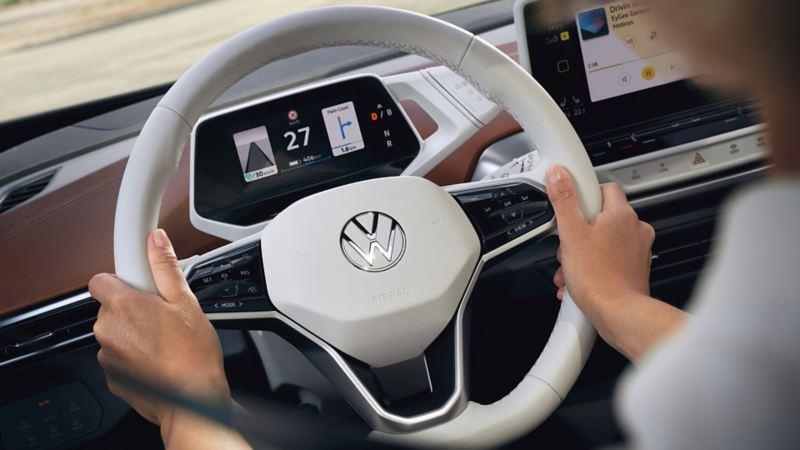 Digital Cockpit e volante di una Volkswagen ID.4