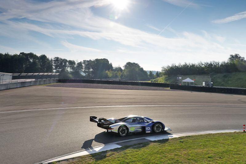 Volkswagen ID.R slår varvrekordet på Bilster Berg.