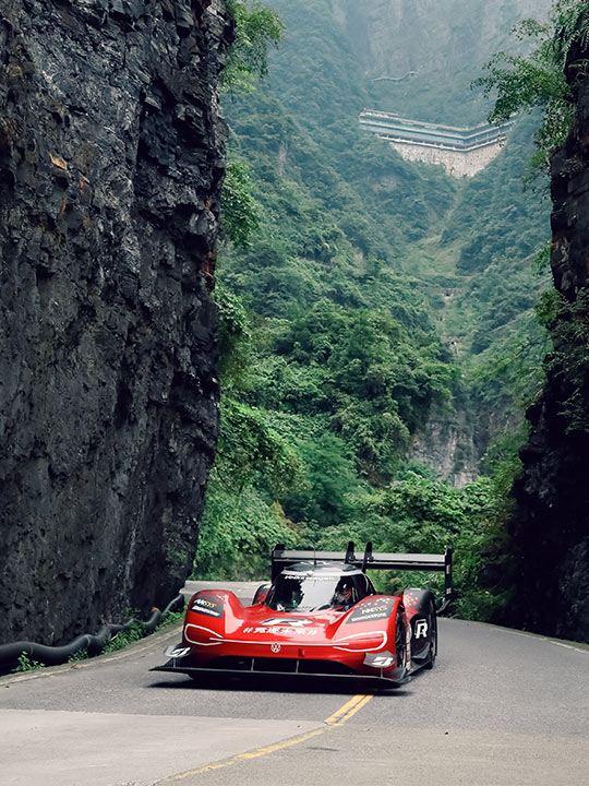 Volkswagen ID.R i rekordform i Tianmen-bergen i Kina.
