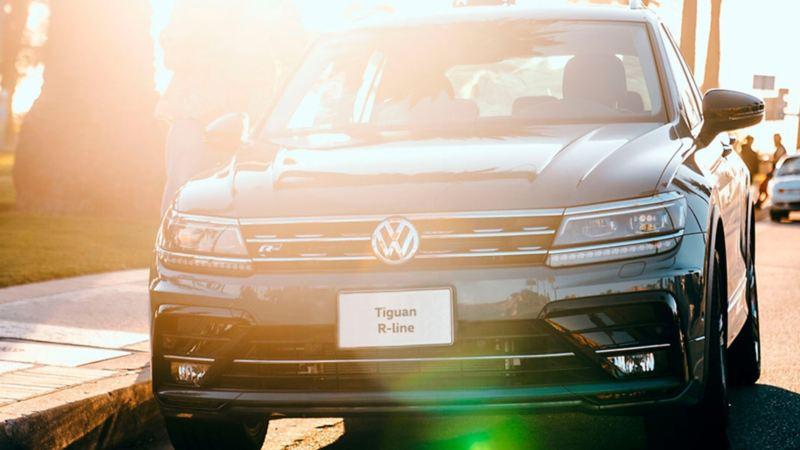 Tiguan R Line con llantas balanceadas en taller de Servicio Volkswagen para mantener equilibrio al conducir