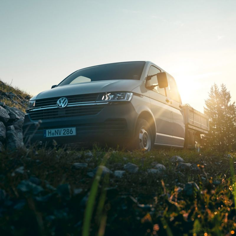 vw volkswagen Transporter pickup lasteplan fjell grønt gress morgensol