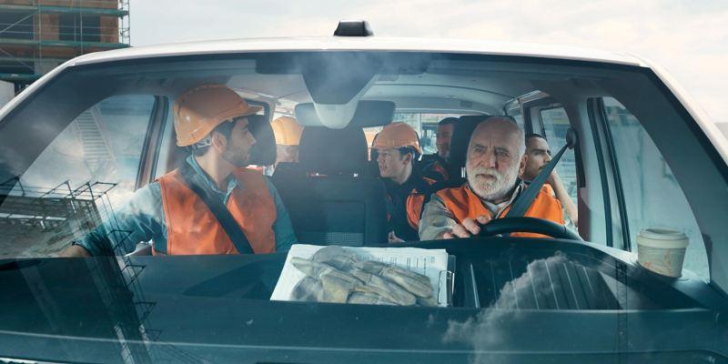VW Transporter 6.1 con capacidad de 9 pasajeros