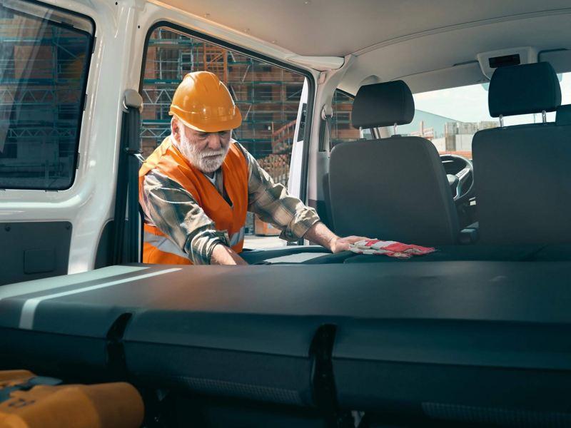 Interior del VW T6.1 Pasajeros con asientos abatibles