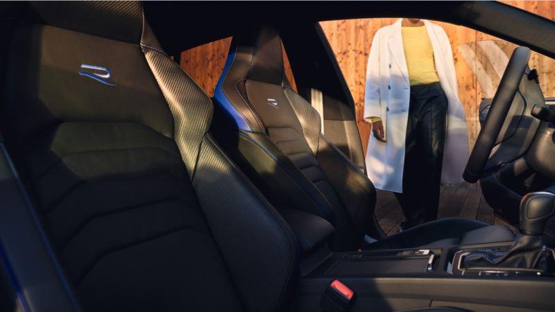 Vista de los asientos delanteros del Nuevo Volkswagen Arteon Shooting Brake  R