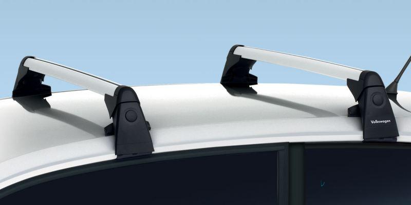 Dettaglio delle barre portatutto originali Volkswagen, montate su up!.