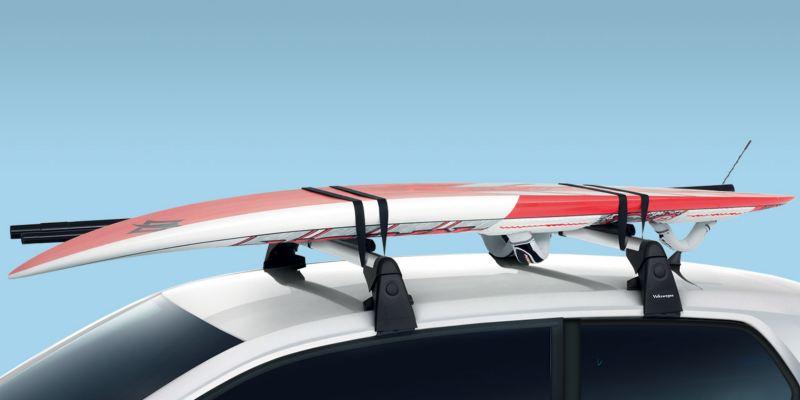 Dettaglio del porta tavole da surf originale Volkswagen, montato su up!.