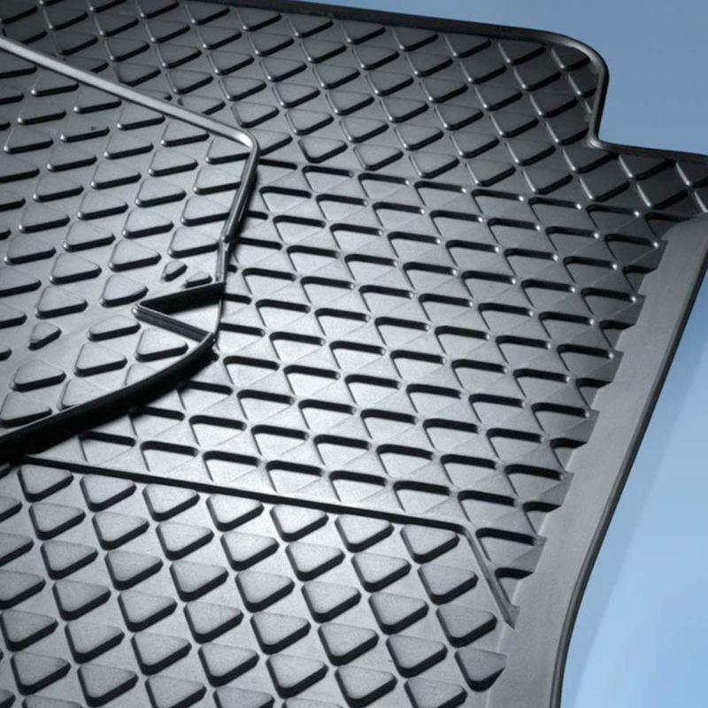 Dettaglio dei tappetini in gomma originali Volkswagen, compatibili per up!.