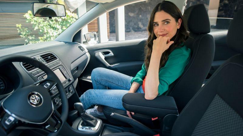 Interior de Nuevo Vento 2020 el carro espacioso de Volkswagen ideal para los viajes en familia
