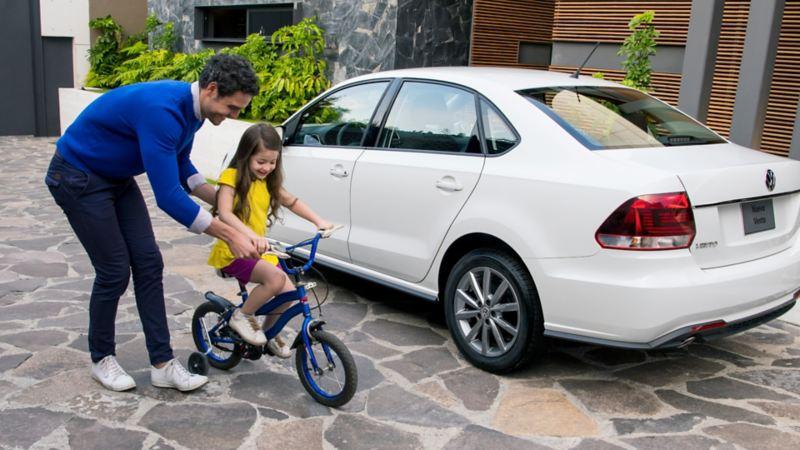 Vento 2020 el auto sedán de Volkswagen a precio accesible en tono blanco