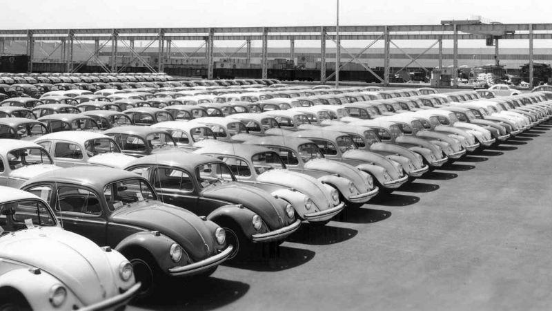 Vochos estacionados en planta Volkswagen
