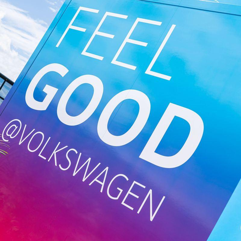 Feel Good @ Volkswagen Schriftzug am Truck