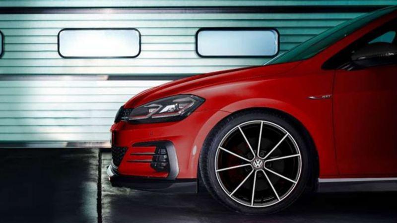 Imagen de auto deportivo Golf GTI oettinger, un buen regalo para el Día del Padre.