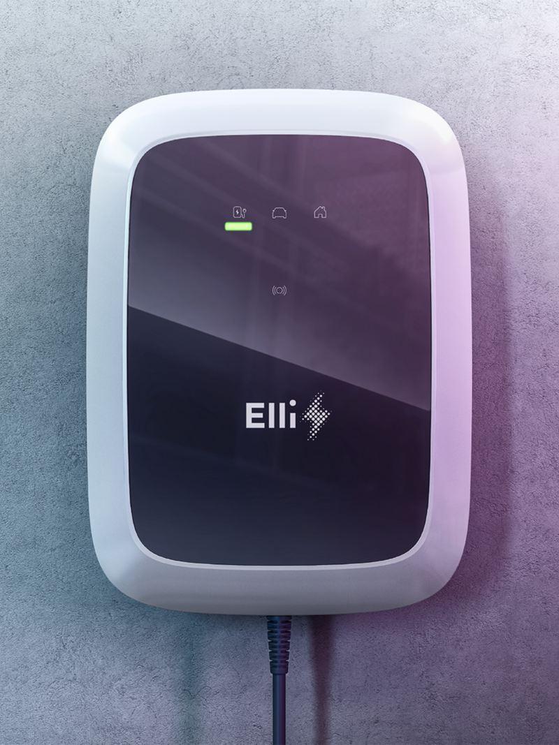 Eine ID. Charger Wallbox der VW Tochter Elli hängt an einer Garagenwand.