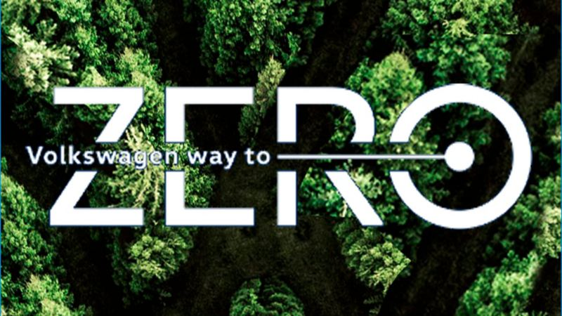 Bosque en forma de logo de volkswagen con logo de way to zero encima
