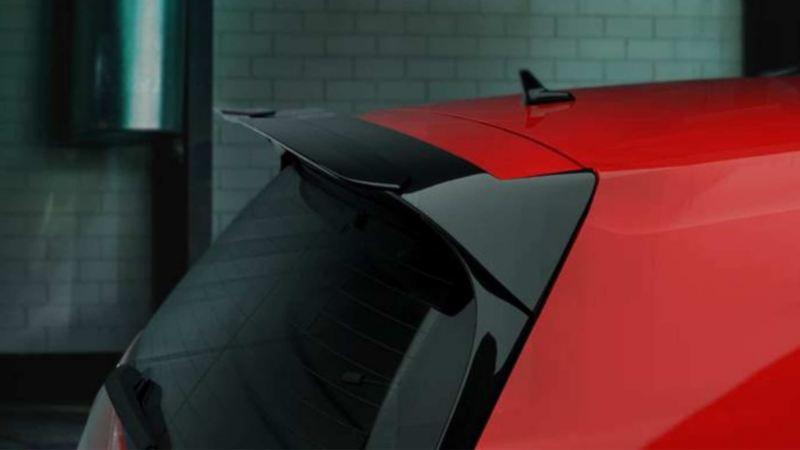 Imagen detalle de la parte trasera del auto deportivo Golf GTI oettinger.