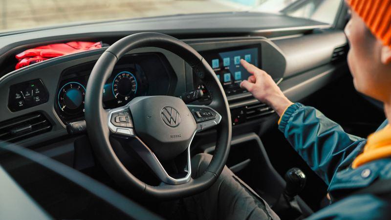 Nye vw Volkswagen Caddy 5 liten varebil stort varerom digital cockpit infotainment multifunksjonsratt håndverker budbil