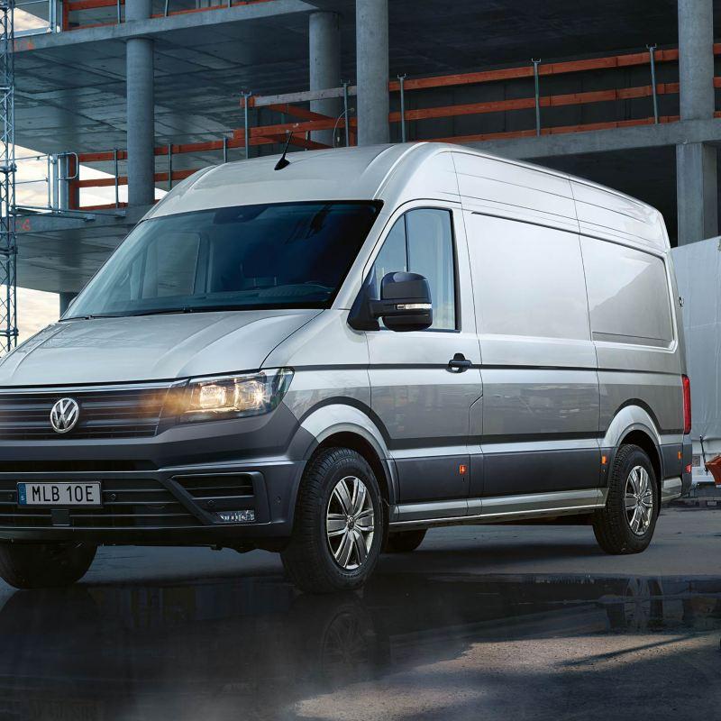 VW Crafter lätt lastbil på byggarbetsplats