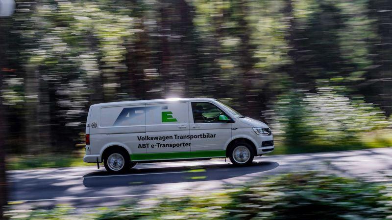 ABT e-Transporter på en väg sedd från sidan