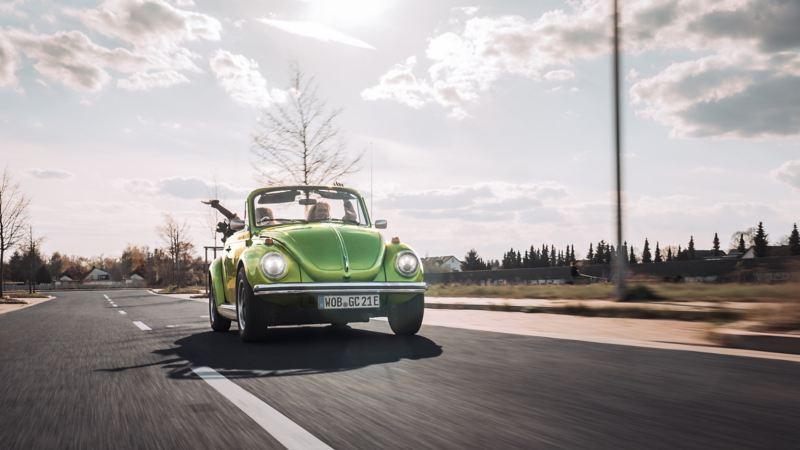 Ein zum Elektroauto umgebauter Volkswagen Käfer