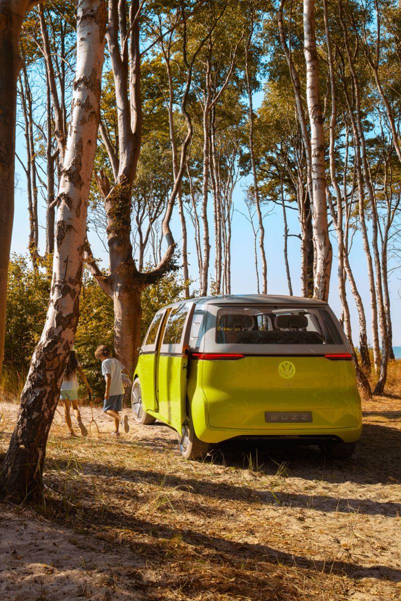 Vista trasera del ID. Buzz, vehículo prototipo de VW