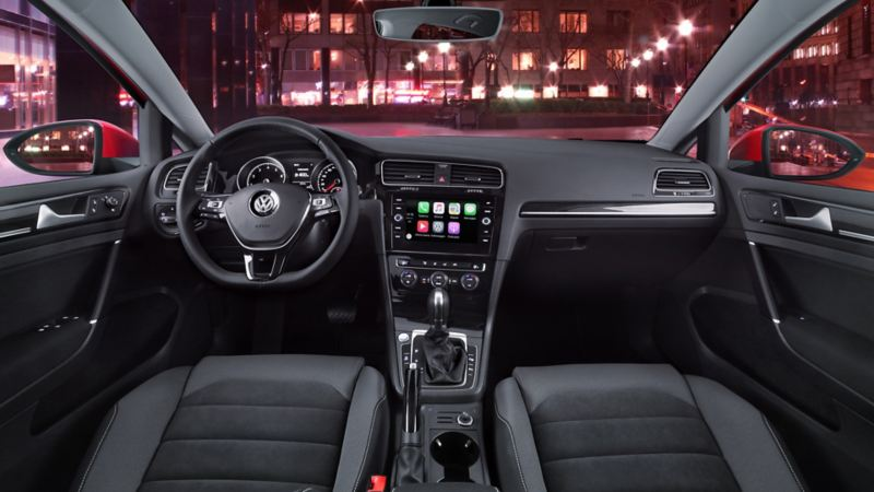 Cabina de Golf 2020 espaciosa equipada con volante multifunciones y Volkswagen App Connect