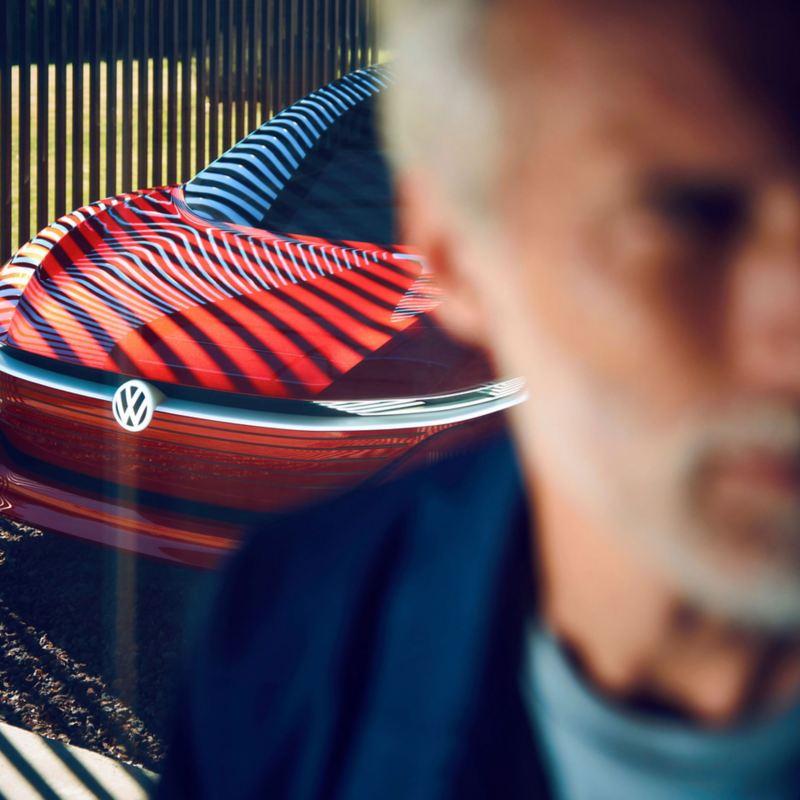 Vista frontal de Volkswagen ID. Vizzion, auto eléctrico