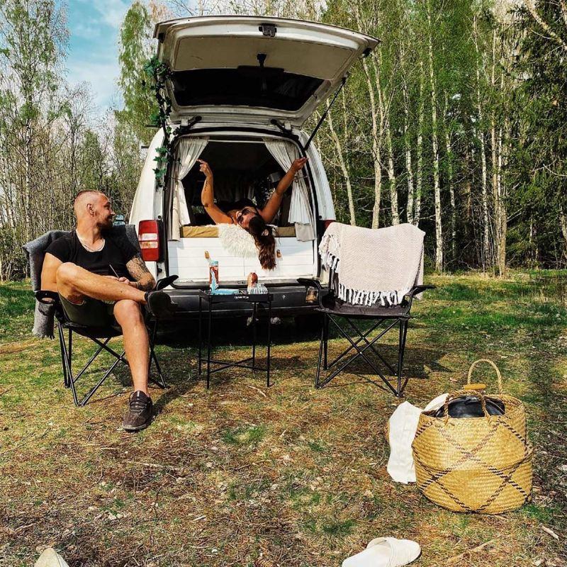 Anna och Tony har byggt om en VW Caddy Maxi till plåtis och delar på instagram under @pegthevan