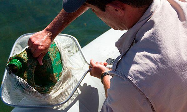 José Alfredo Hernández en labor de conservación de anfibios - Ganador Por Amor a México VW