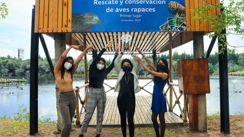Estudiantes ganadoas del proyecto ecológico por la conservación y rescate de Aves Rapaces