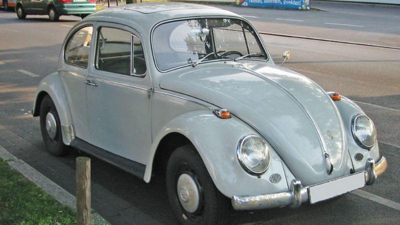 Volkswagen Vocho, auto clásico estacionado