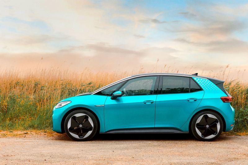 Imagen de exterior de auto eléctrico Volkswagen que forma parte de la familia ID