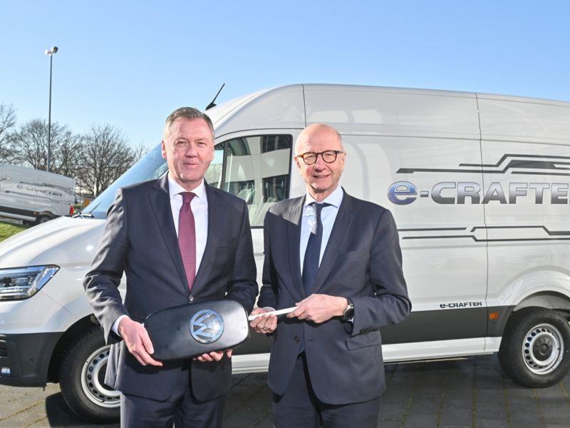 Volkswagen Samochody Dostawcze dostarczy 420 e-Crafterów francuskiej firmie Chronopost specjalizującej się w logistyce miejskiej.