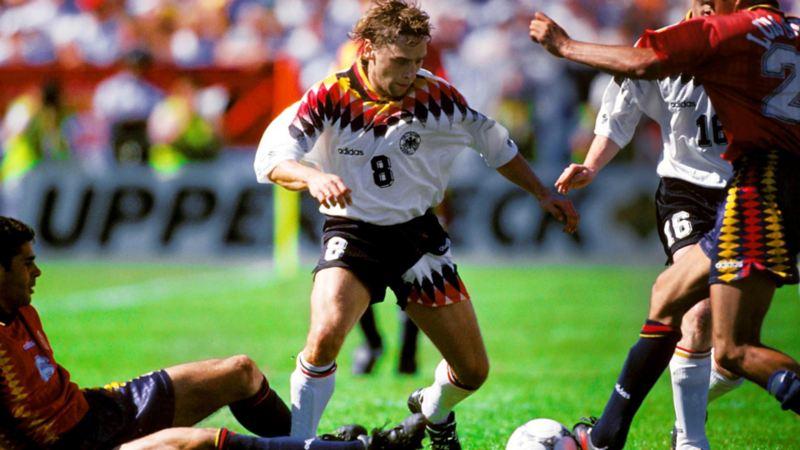 Tackling eines spanischen Gegenspielers