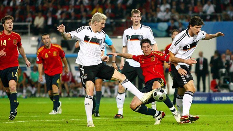 Grätsche eines spanischen Gegenspielers