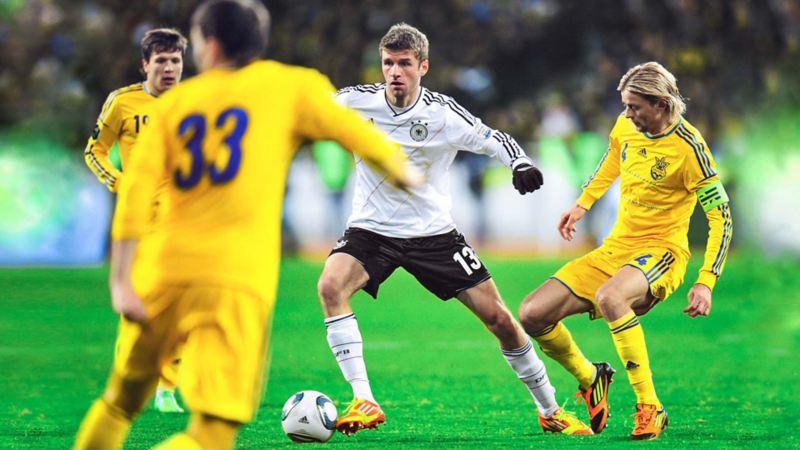 Müller umzingelt von Ukrainern